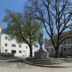Marktplatz Isen, Brunnen, Panorama